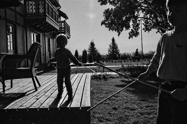 Фото: Dovile Dagiene, из проекта «Boy with stick», номинация «Образ жизни». Профессиональный конкурс, SWPA-2015