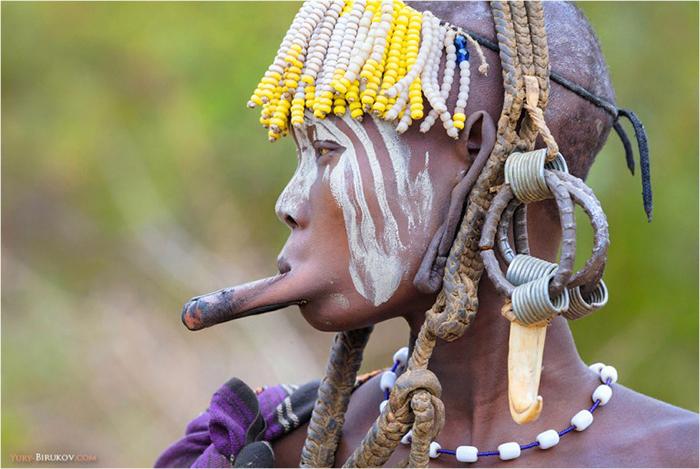 Фототур в Эфиопию: девушка племени мурси