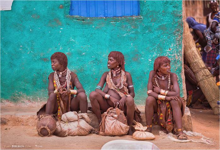 Фототур в Эфиопию: девушки племени хамар